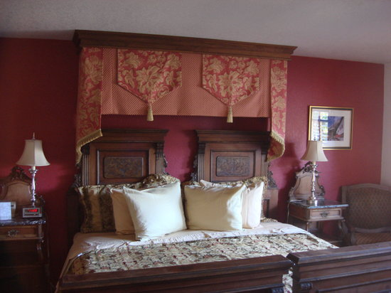 Hotel Pension Anna: A colorful Bavarian stay!