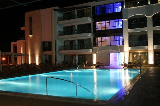 Albatros Spa & Resort Hotel: Pool by Night