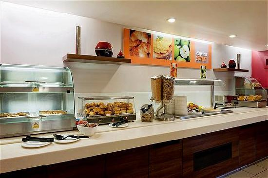 Holiday Inn Express Stoke-on-Trent: Our complimentary breakfast buffet