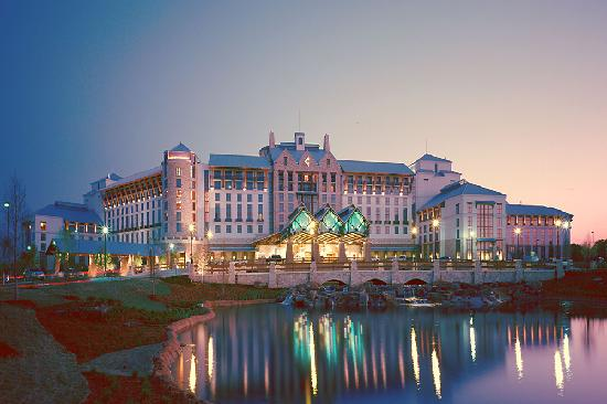 Grapevine has a wide variety of accommodation, including the magnificent Gaylord Texan Resort