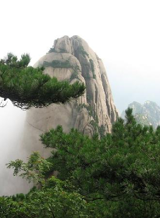 Huangshan, Chine : Rewarding view from the top of Lotus Peak 