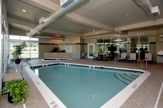 Roanoke, Βιρτζίνια: Indoor pool and deck for year-round fun