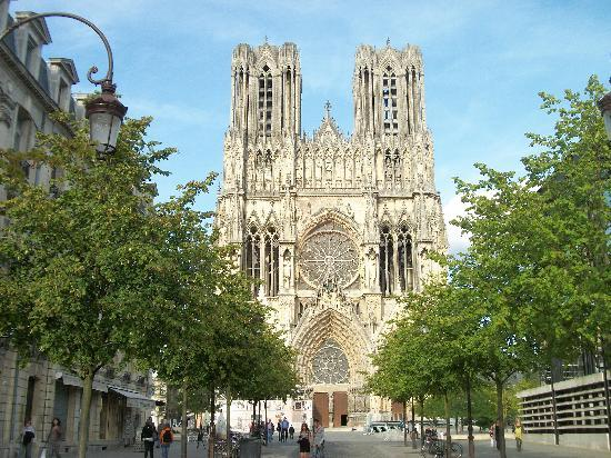 Reims, France: Fachada frontal