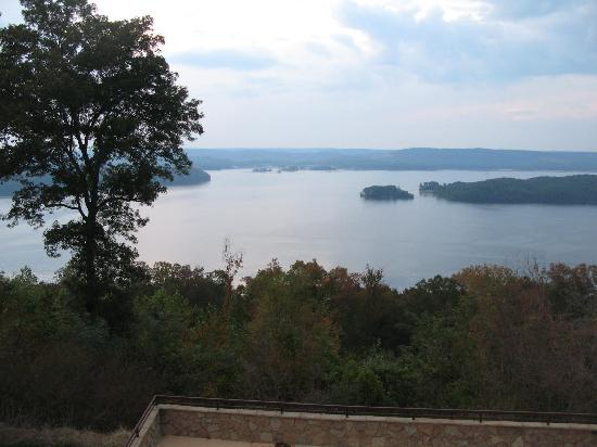 Guntersville, AL: view from lodge's back