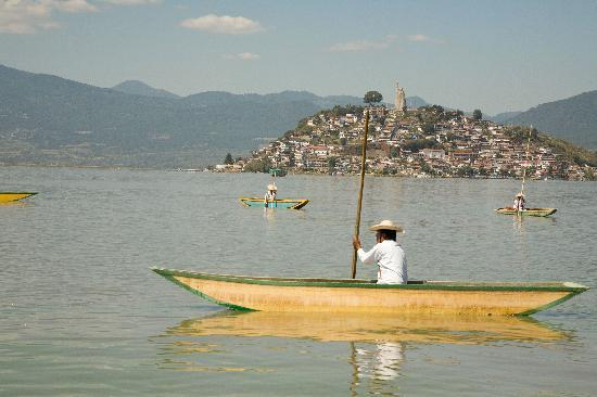Patzcuaro, เม็กซิโก: Make sure to visit the island of Janitzio