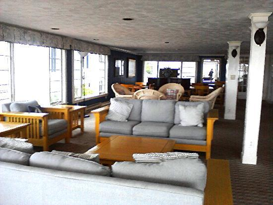 Harborside Inn: This is the communal living room. Very few  people used it while we were there.