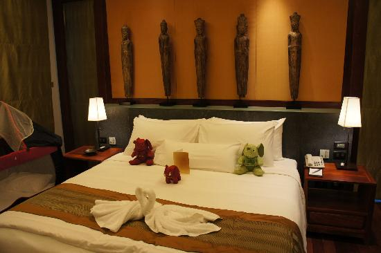 Andara Resort and Villas: Our spacious and well-decorated room with the elephant from Marcus's Godma