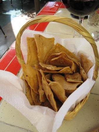 Great guacamole and tortilla chips. Por Rundles. Stratford, Canadá