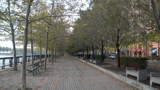 Hoboken, Нью-Джерси: River Walk in front of hotel!
