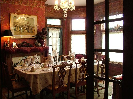 Harrison House Bed and Breakfast: Dining Room