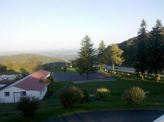 Mount Summit Inn: View from the Deck/Porch
