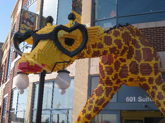 Schaumburg, IL: Giraffe at entrance of Legoland