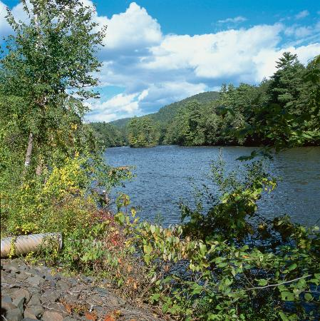 Inn at Kent Falls: the housatonic river