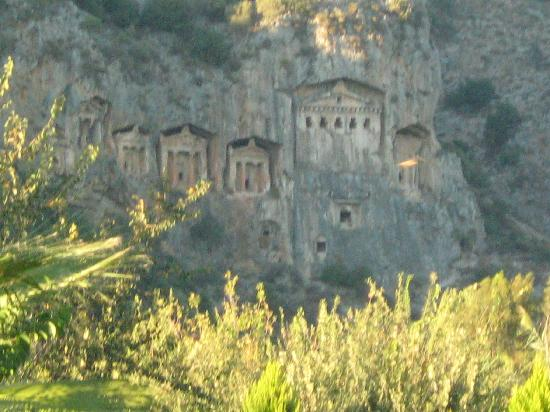 Dalyan Resort: view of rock tombs from gardens