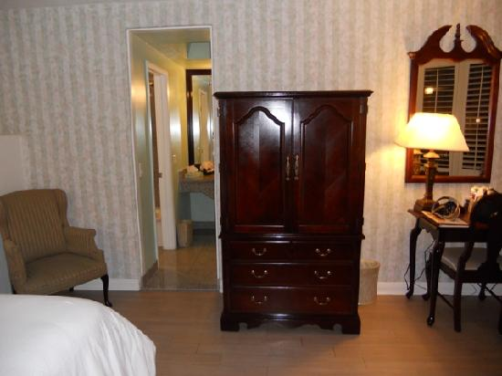 Carousel Inn and Suites: Concierge Club Room