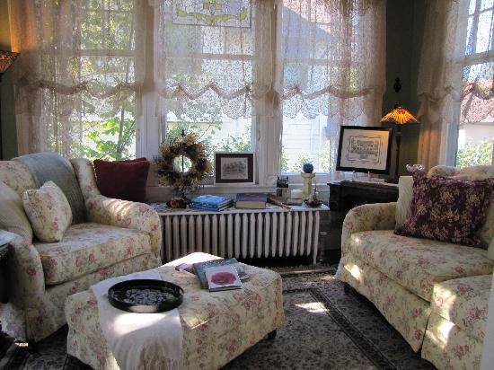 A G Thomson House Bed and Breakfast: Such an adorable space