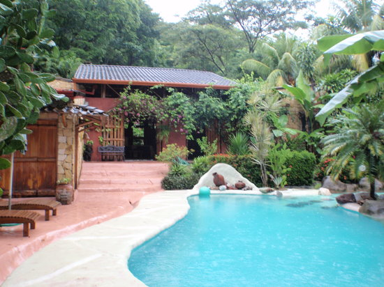 La Hacienda Tropical: Front Entrance and Pool