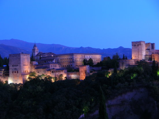Granada, Spain: Die Alhambra bei Sonnenuntergang