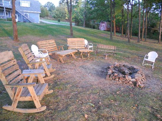 The Pearl of Seneca Lake B&B: Firepit