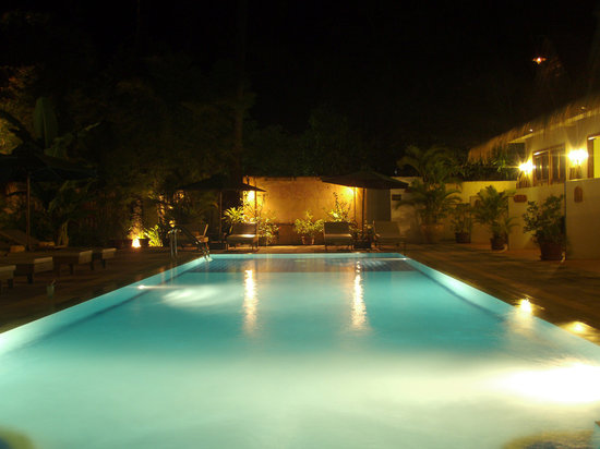 Antanue Spiritual Resort & Spa : Night scenery of swimming pool.