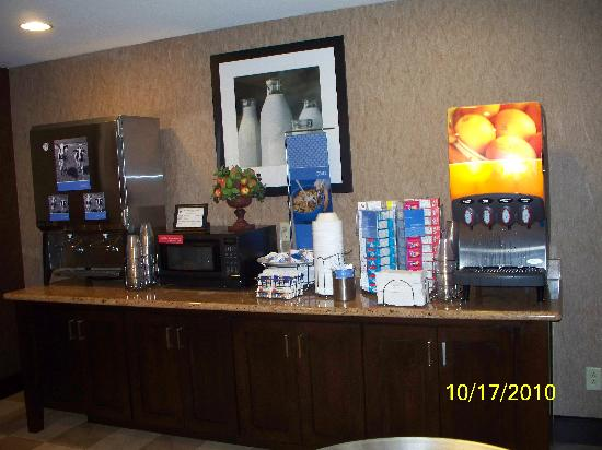 Hampton Inn Waco North: breakfast 2