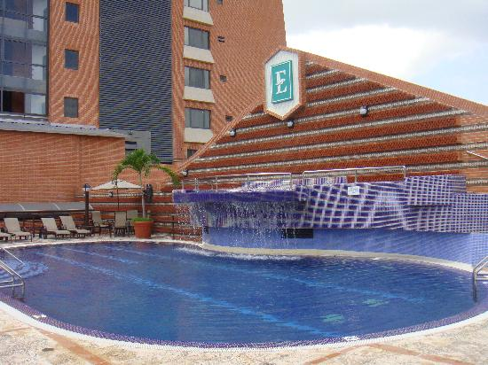 Embassy Suites Valencia-Downtown: Piscina Embassy Valencia