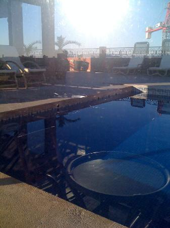 Hotel Mont Gueliz: pool on the tearrace