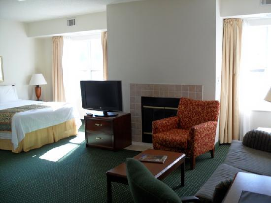 Residence Inn Asheville Biltmore: The bedroom area (mine was efficiency-type)
