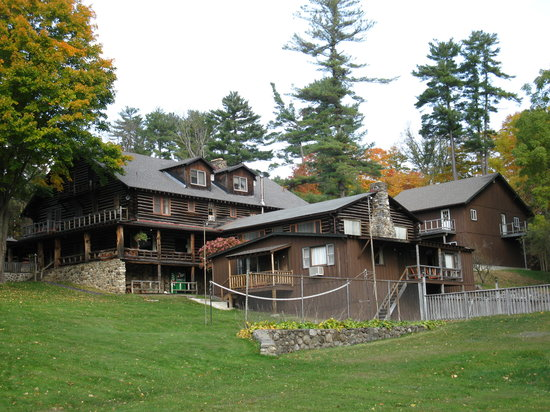 ‪‪Alpine Village Resort‬: View of main lodge @ Alpine Village‬