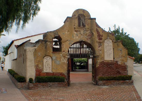 San Gabriel, Californie : Part of the old mission complex 