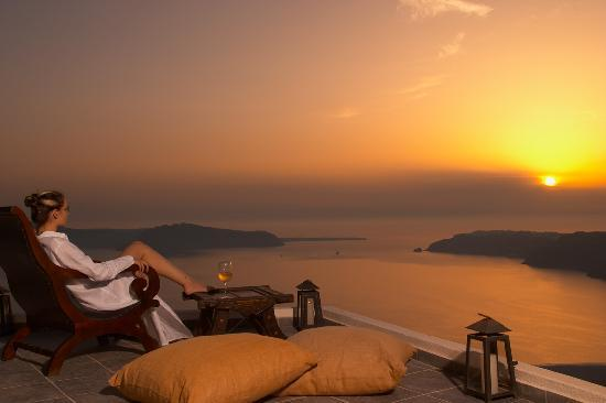 Rocabella Deluxe Suites & Spa Santorini: SUNSET VIEW