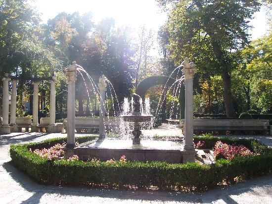 Aranjuez, Spain: Fountain in Jardin Parterre