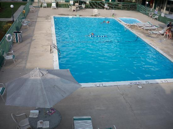 Red Carpet Inn Lenoir: pool