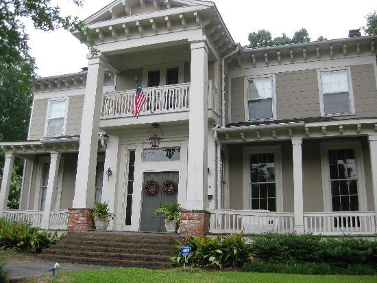‪McWillie-Singleton House, A Southern Bed and Breakfast‬