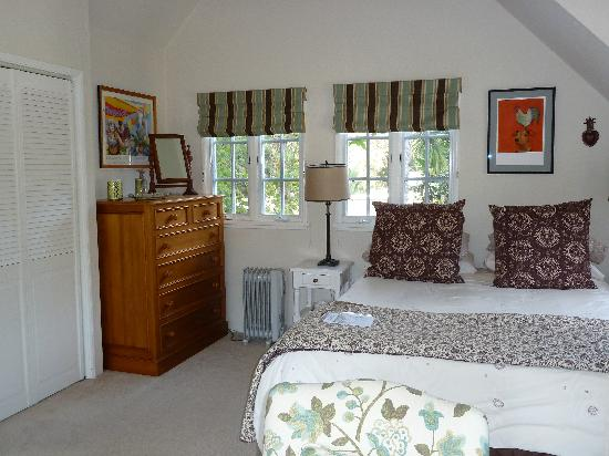 Creekside Montecito: Queen bed