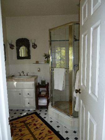 Creekside Montecito: Bathroom