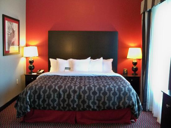 Homewood Suites by Hilton Leesburg: Bed