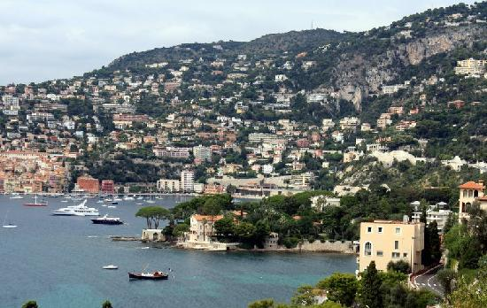 St-Jean-Cap-Ferrat, Γαλλία: The view the other side of the villa towards Villefranche