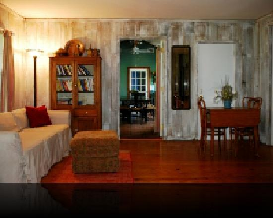 Namaste Retreat Guesthouse B&amp;B: Red Lady Room