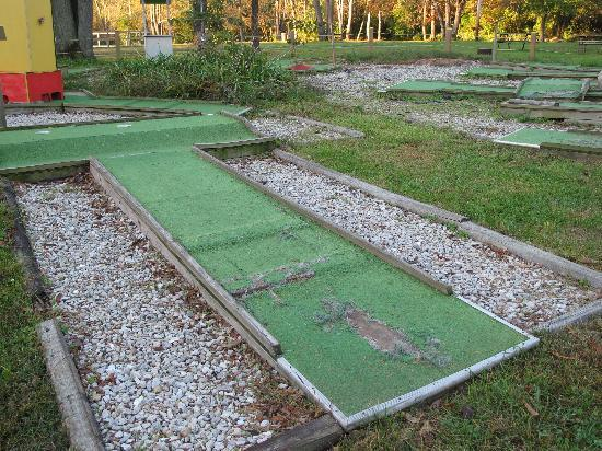 Springfield Koa Kampgrounds: mini golf course in shambles