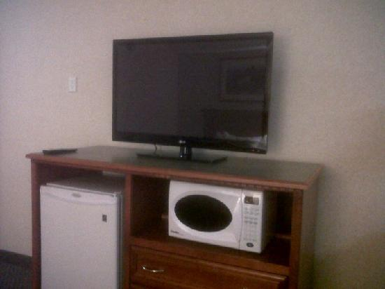 Days Inn &amp; Suites- Langley: loving the 42&#39;&#39; t.vs
