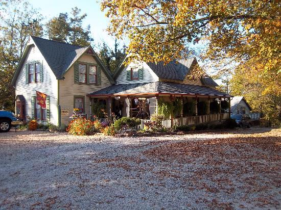 Heart of the Hills Inn & Cottage: Heart of the Hills