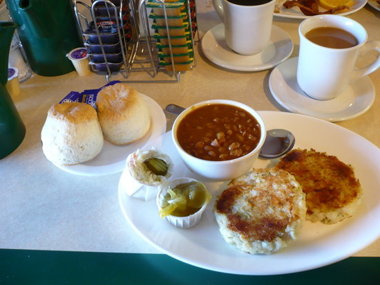 Boularderie, Kanada: Baked Bean & fishcakes with fluffy biscuits