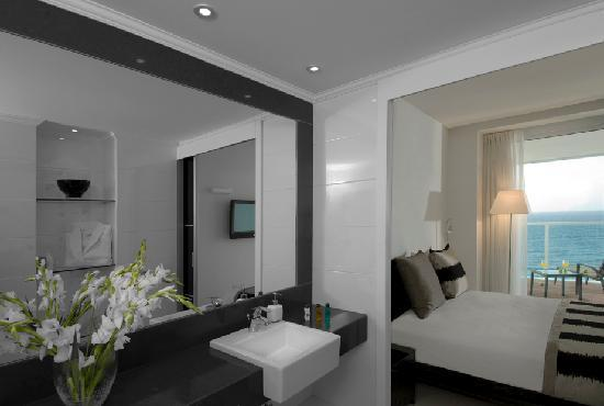Island Suites Hotel: Bedroom2