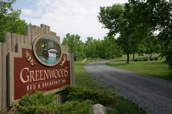 Greenwoods Bed and Breakfast Inn: Main Entrance