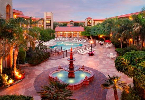 Chaparral Suites Scottsdale: Courtyard