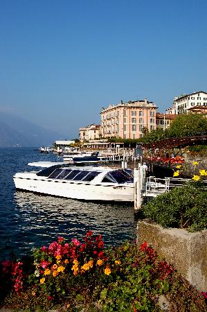 Hotel Metropole Bellagio: Private water taxi with Metropole in the background
