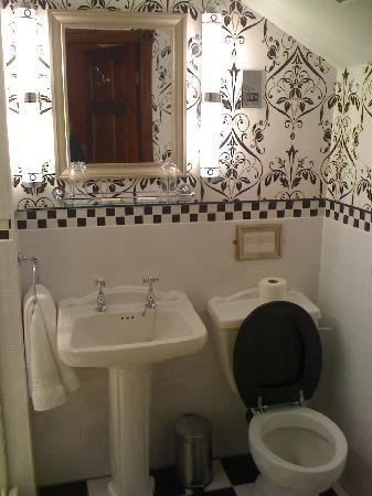 The Lonsdale Hotel: Bathroom