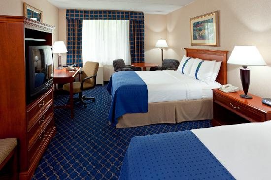 Holiday Inn Long Island-Islip Airport: Two Double Beds Guest Room