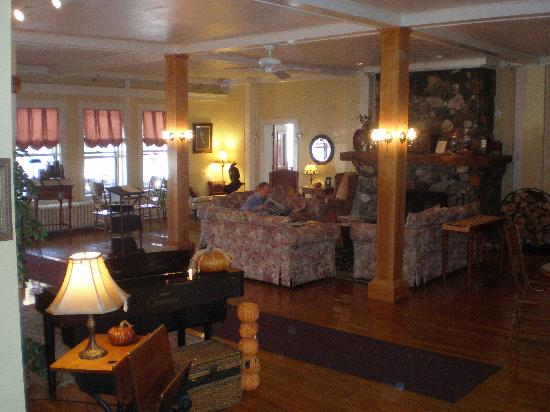 Fullerton Inn: the cosy lounge